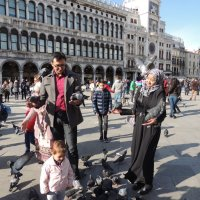 на площади святого Марка, где вьются стаи голубей.... :: Гала