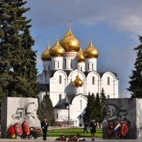 Почётный караул возле Вечного огня :: Татьяна Каневская