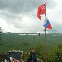 Перевал Азишский 1745 м. Мемориальная доска. :: Надежда