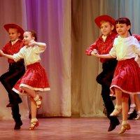 Весёлый танец :: Нэля Лысенко