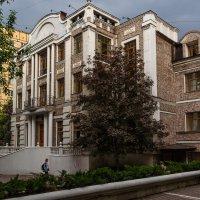 Москва и ее дворики :: Лариса *