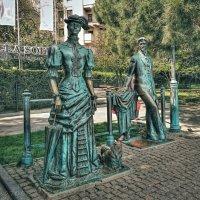памятник Дама с собачкой и А.П.Чехов :: anderson2706