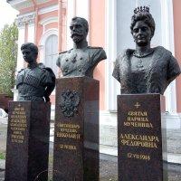 Памятник царской семье Романовым. :: Светлана Калмыкова
