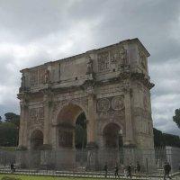 В тени массивных триумфальных арок, история тиранов и поэтов. :: Гала
