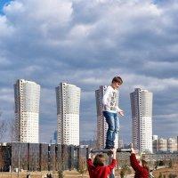 Какой высокий мальчик :: Valeriy(Валерий) Сергиенко