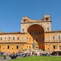 Двор  сосоновой шишки. Вход в Бельведер. -один  из музеев Ватикана :: Гала