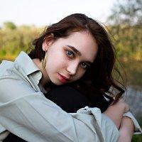 Невероятный взгляд девушки на фоне реки :: Lenar Abdrakhmanov