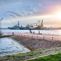 Корабли у причала в Кронштадте :: Юлия Батурина