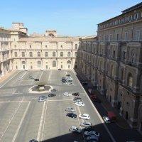 Внутренний двор  музеев Ватикана :: Гала