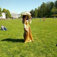 На 7-ом Фестивале тюльпанов можно было встретить ряженных. :: Светлана Калмыкова