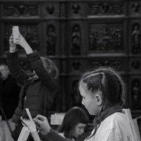 дети рисуют в Исаакиевском соборе :: sv.kaschuk