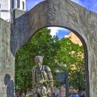 Арбат памятник Окуджаве :: Александра