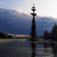 Вечер на Крымской набережной :: Евгений Седов