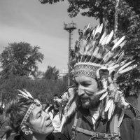 Индейцы в городе :: Виктор Печищев