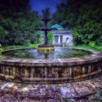 У старинного фонтана... :: Сергей Iv