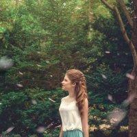 Девушка в цветущем саду :: Елена Соловьева