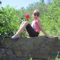 Юля с розой. :: Нина Акарцева