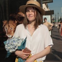 Девушка и лев :: Майя Жинка