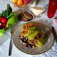 Едим дома. Перец фаршированный овощами и вешенками :: Надежд@ Шавенкова