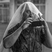 Фотолюбитель в дождь. :: Николай Галкин