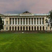 Вид на Русский музей из Михайловского сада :: Валентин Яруллин