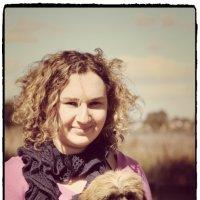 Девушка с собакой :: Natalya секрет