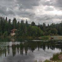 Домик у озера. :: Наталья Юрова