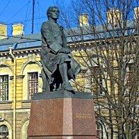 Памятник М.В.Ломоносову :: Сергей Карачин