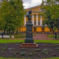 Памятник В.А.Жуковскому :: Сергей Карачин