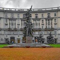 Памятник Максиму Горькому :: Сергей Карачин