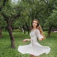 В кружении. :: Александр Бабаев