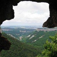Вид из пещеры Мангуп Кале :: Наталия Григорьева