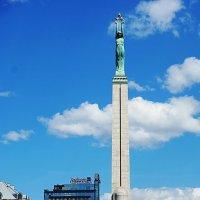 Памятник Свободы :: san05 -  Александр Савицкий