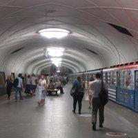 В метро :: Дмитрий Никитин