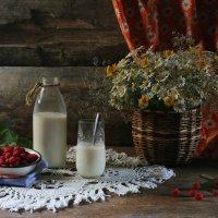Завтрак с молоком и малиной :: Ольга