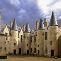 Башни замка Монтрейль-Беллэ :: Георгий А