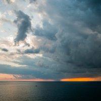 Вдали закат смывало дождем :: Алексей Кузьмичев