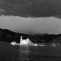 остров Госпа-од-Шкрпьела :: Nina Streapan