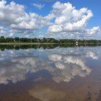 Кудрявые облака тихого июльского утра, над Волгой в Ярославле :: Николай Белавин