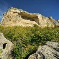 Пещерный город Качи-Кальон... :: Сергей Леонтьев