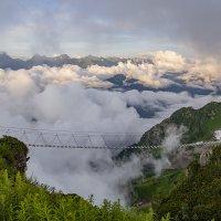 Мост для желающих пройти над облаками :: Светлана Карнаух