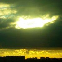 Иногда небо над городом бывает и таким :: Татьяна Р