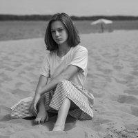 Девочка на песке :: Nick Sun