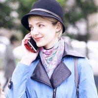 Девушка с телефоном... :: Николай Меньщиков