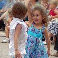 Танцуют все ! :: Galina Solovova
