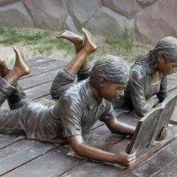 Они читают :: Galina Solovova