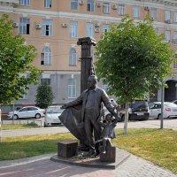 Памятник артисту ТЮЗа Ю.П.Киселеву. Саратов :: MILAV V