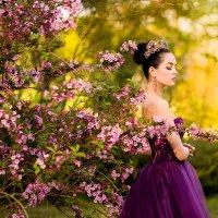 девушка в цветущем саду :: Анна Смоляк