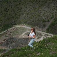 на прогулке в горах :: Батик Табуев