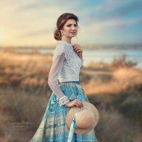 На закате она его встречает... :: Юлия Тягушова